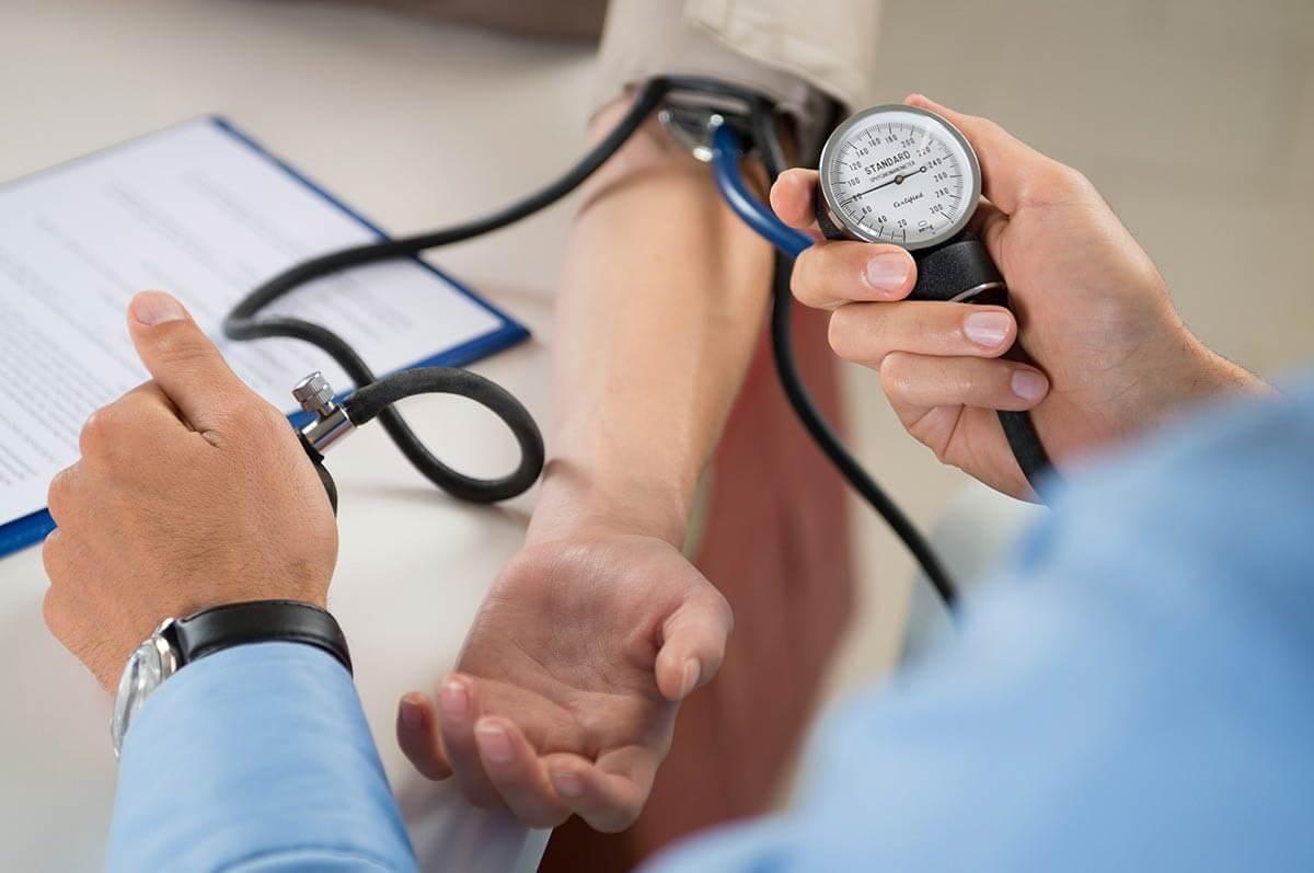 Замер давления у пациента