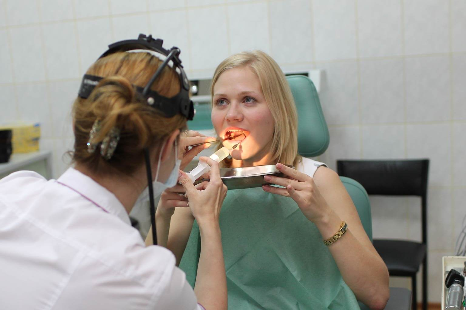 Процесс отделения мягких тканей от кости верхней челюсти