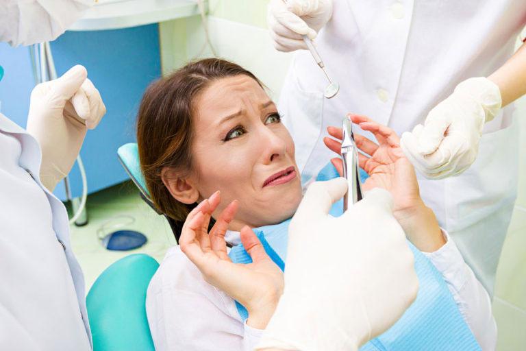 Пациент боится лечить зубы