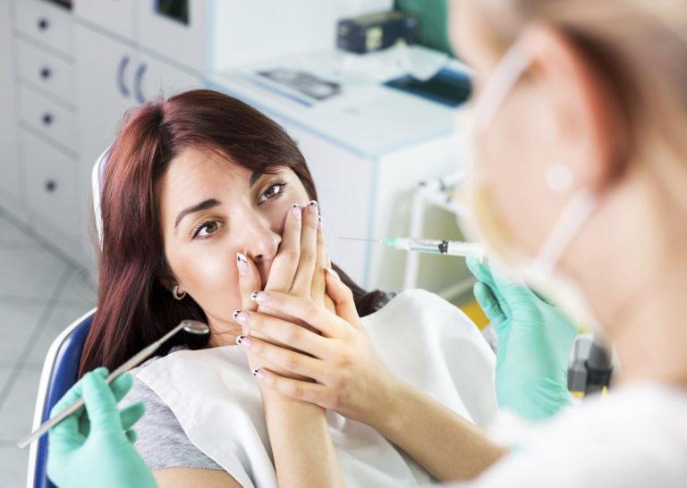 Пациентка боится укола