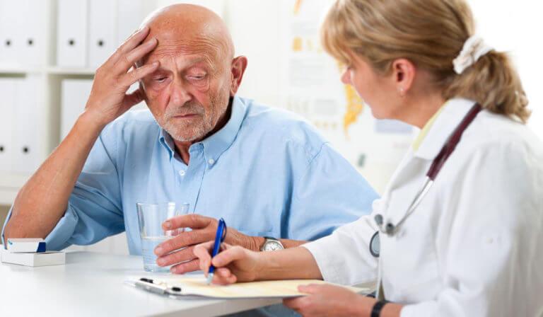 Пожилой пациент жалуется на головную боль