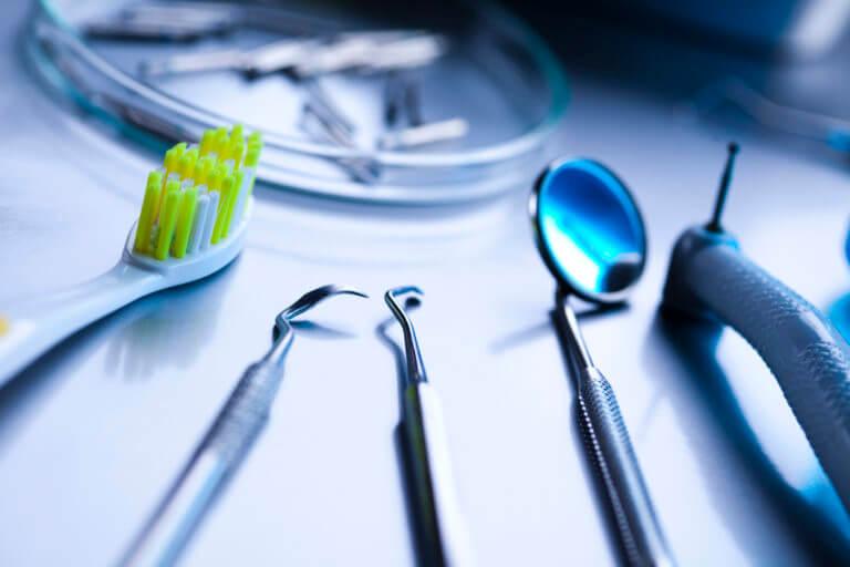 Стоматологические инструменты и оборудование
