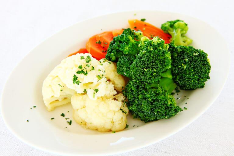 Цветная капуста на тарелке